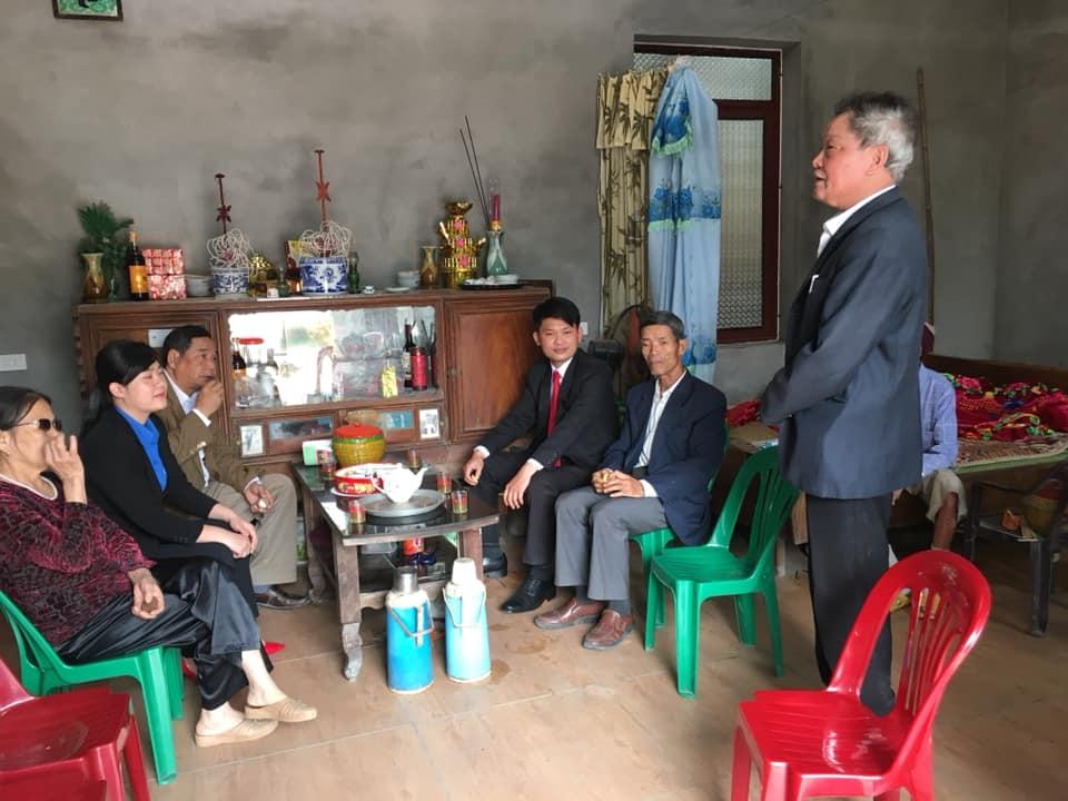 Đoàn công tác đã đi thăm và tặng quà các gia đình Cựu Thanh niên xung phong có hoàn cảnh khó khăn tại tỉnh Bắc Giang