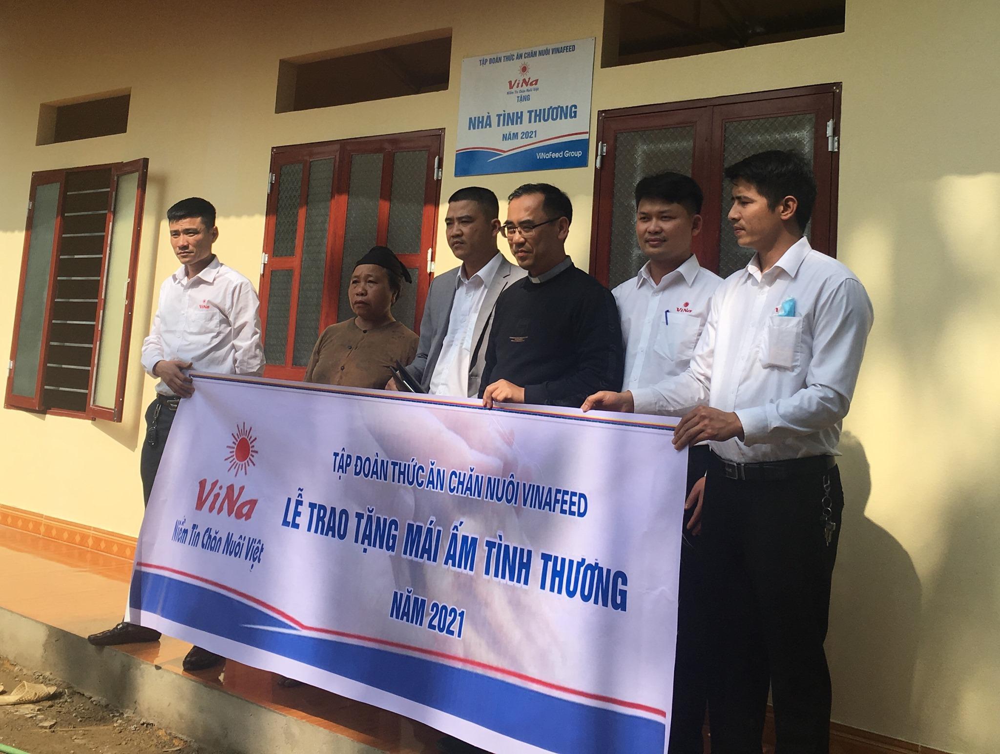 Tập đoàn thức ăn chăn nuôi Vina tổ chức Lễ bàn giao nhà tình thương tại huyện Lang Chánh – Thanh Hóa năm 2021