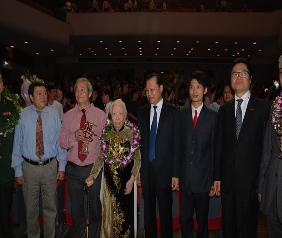 Một số hình ảnh Phó Chủ tịch Liên hiệp Trí tuệ Việt Nam Bùi Văn Dũng 2013